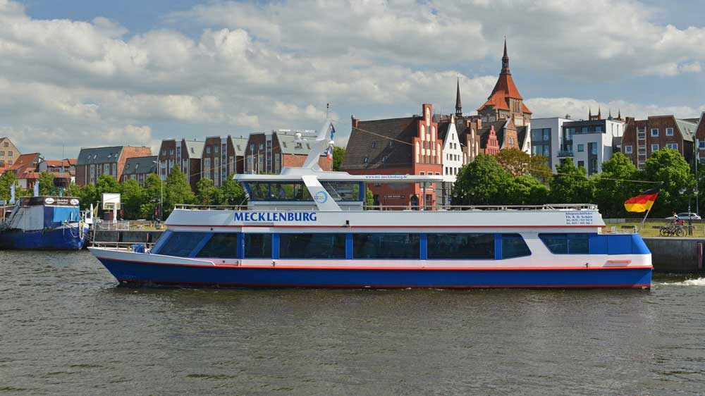 das Fahrgastschiff Mecklenburg steht zum Verkauf